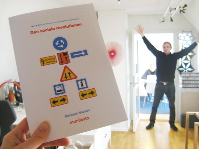 Vinn boken »Den sociala revolutionen: Varumärkets guide till de sociala medierna«!